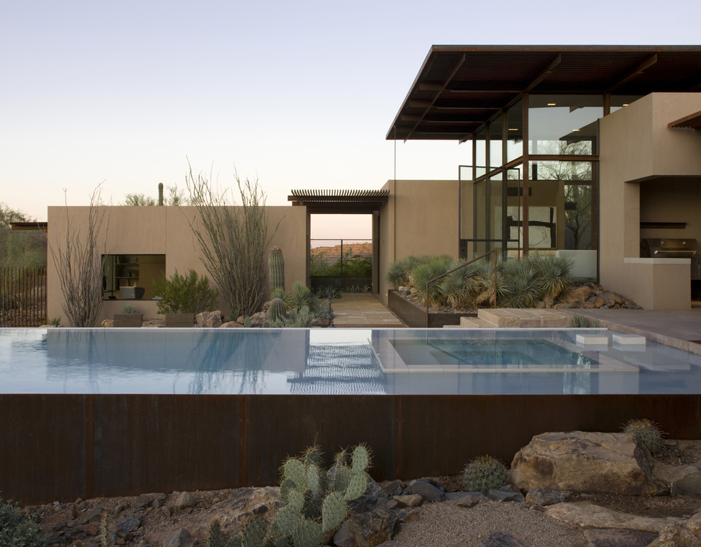 Inspiration for a southwestern infinity pool remodel in Phoenix