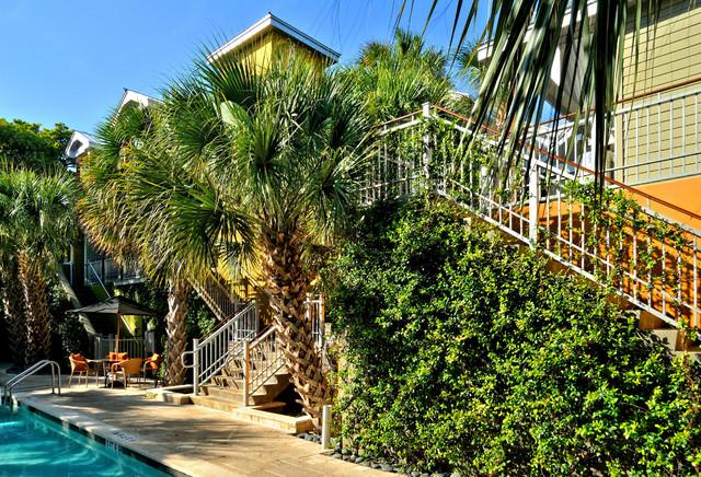 THE TRUMAN HOTEL modern-pool