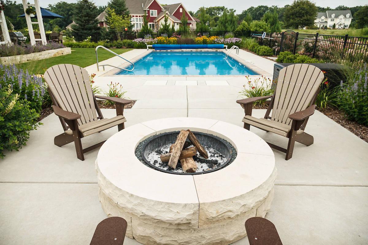 Traditional Fire Pit & Pool - Cedarburg