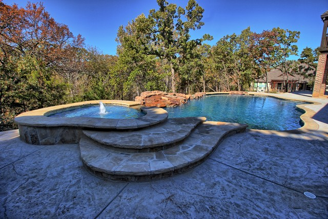 Example of a transitional pool design in Dallas