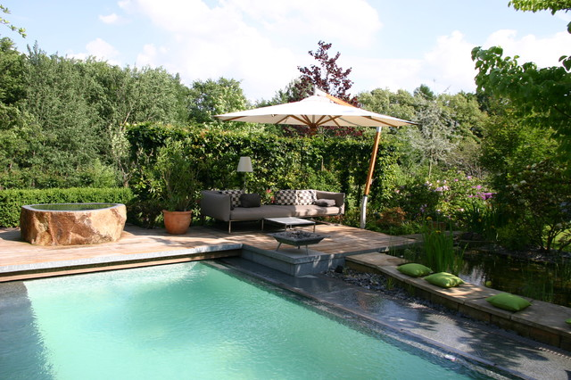 Traumgarten Mit Pool, Lounge, Holzterrasse Modern Pools