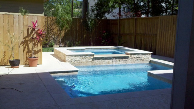 Travertine rectangular spa pool houston by great for Pool and spa contractors