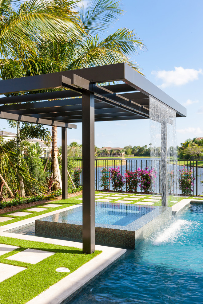 Example of a trendy hot tub design in Miami