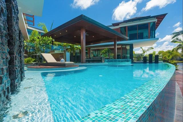Tropical house for Pool design sunshine coast