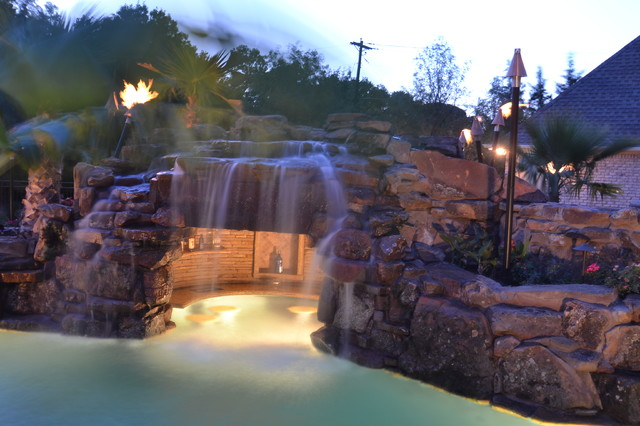 Colleyville HGTV Cool Pools/ Ultimate Pools Residential Lazy River Tropical  Swimming Pool