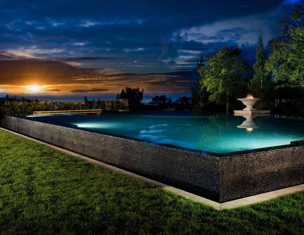 Inspiration for a mid-sized contemporary backyard custom-shaped infinity pool remodel in Los Angeles