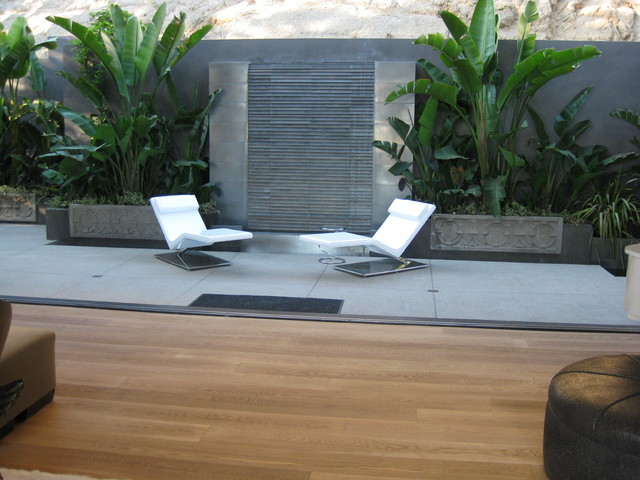 Ultra Modern Pool Water Feature In Hollywood Hills California