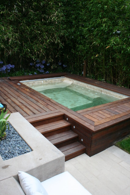Urban Oasis 01 (design by Gillespie Moody Patterson, Inc.) contemporary-pool