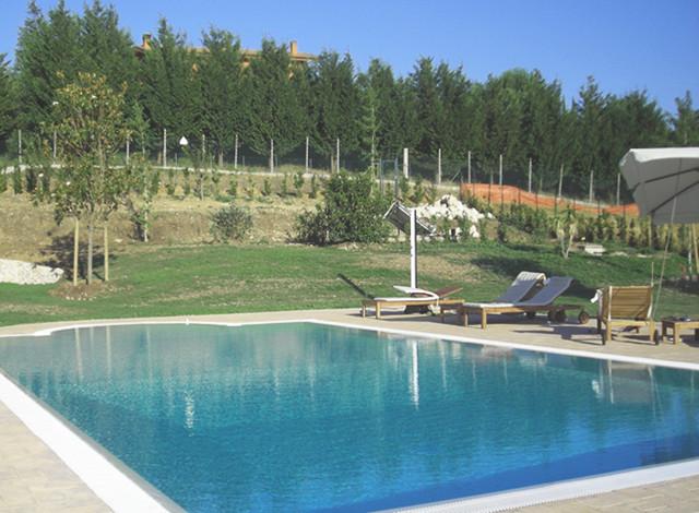 Villa a roma bauhaus look pools other metro von for Bauhaus pool