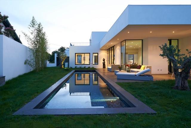villa biarritz moderno piscina burdeos de denis lacharme. Black Bedroom Furniture Sets. Home Design Ideas