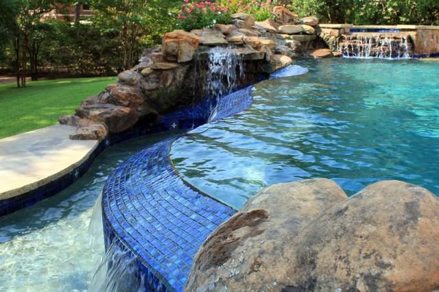 Waco Tx Wooden Wheel Luxury Negative Edge Swimming Pool