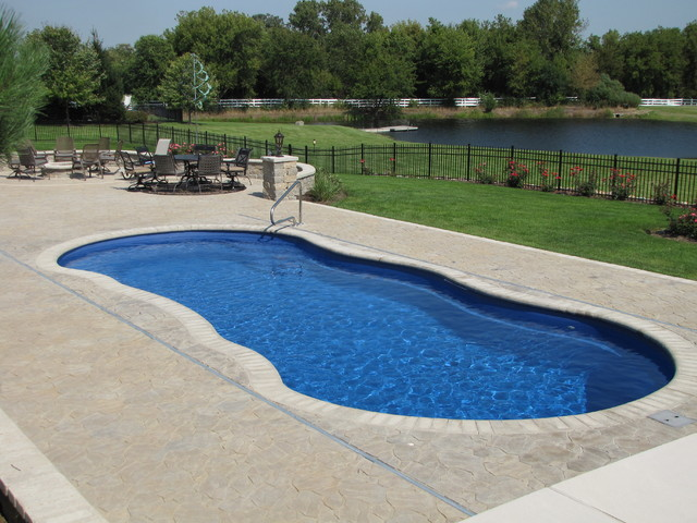 Wadsworth Il Fiberglass Pool With Auto Cover