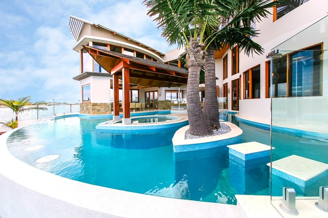 Waterfront house pelican waters tropical pool for Beach house designs sunshine coast