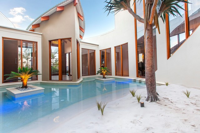 Waterfront house pelican waters tropical pool for Pool design sunshine coast
