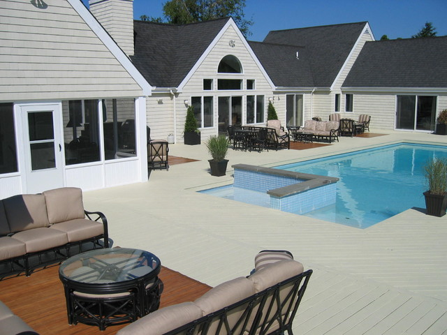 Watermill, NY traditional-pool