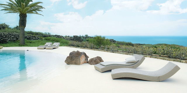 WAVE lounge chair by PAOLA LENTI tropical pool