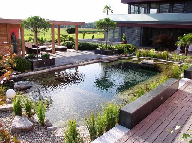 Außensauna wellnessgarten mit schwimmteich und außensauna