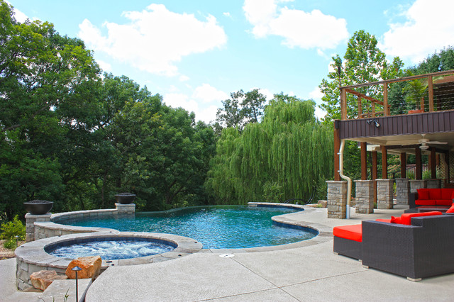 West County Vanishing Edge Swimming Pool In Saint Louis Mo Traditional Pool St Louis By