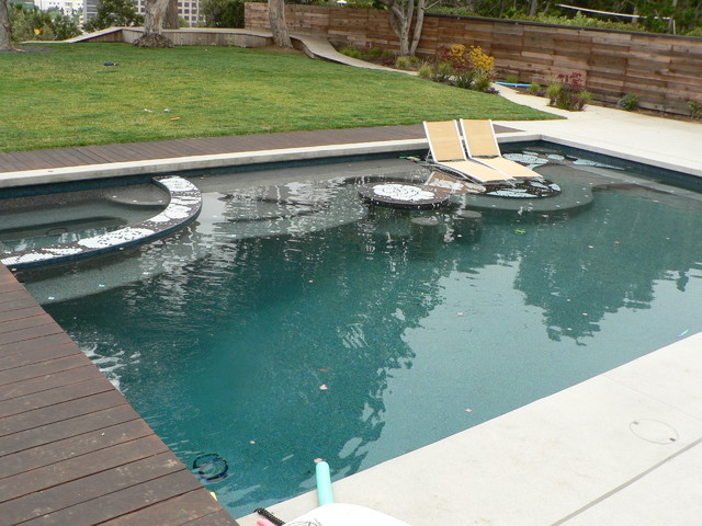 Hot tub - large contemporary backyard concrete and rectangular hot tub idea in Los Angeles