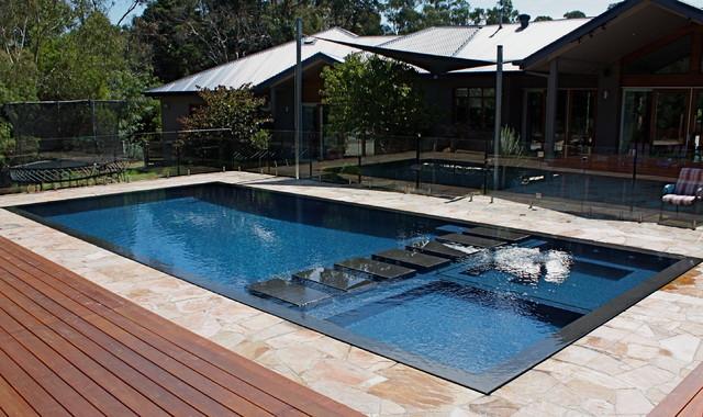 Wet deck beauty modern pool melbourne by minke pools for Pool room design uk