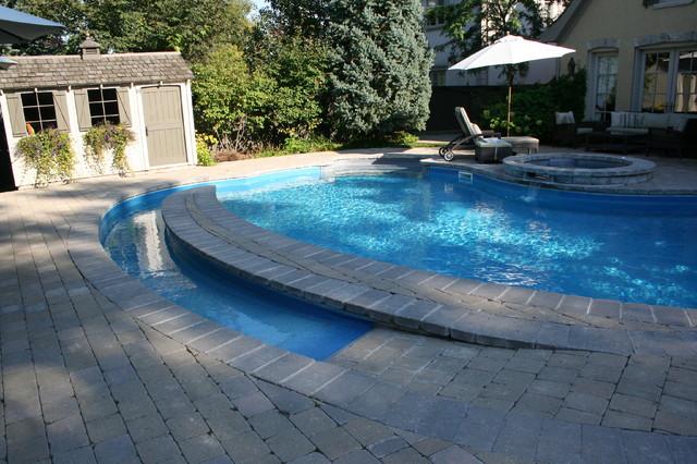 Wheelchair accessible swimming pool classique piscine for Piscine adaptee handicap
