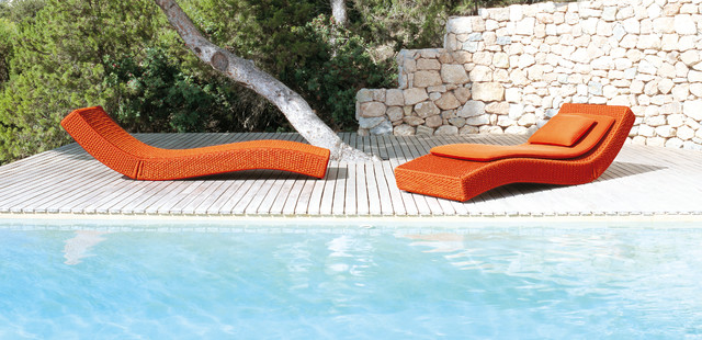 XAVE lounge chair by PAOLA LENTI contemporary pool