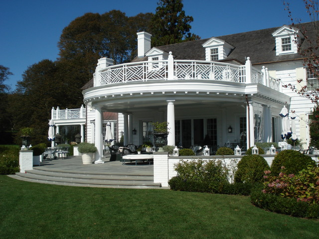 A Southampton Estate traditional porch