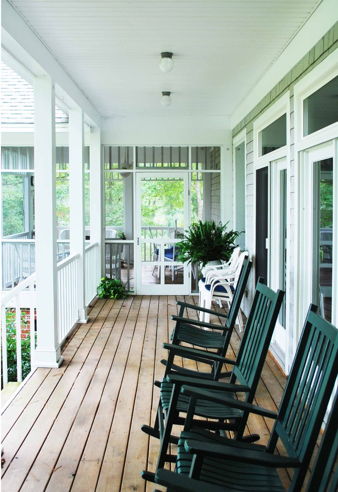 Inspiration for a mid-sized timeless screened-in front porch remodel in Richmond with a roof extension
