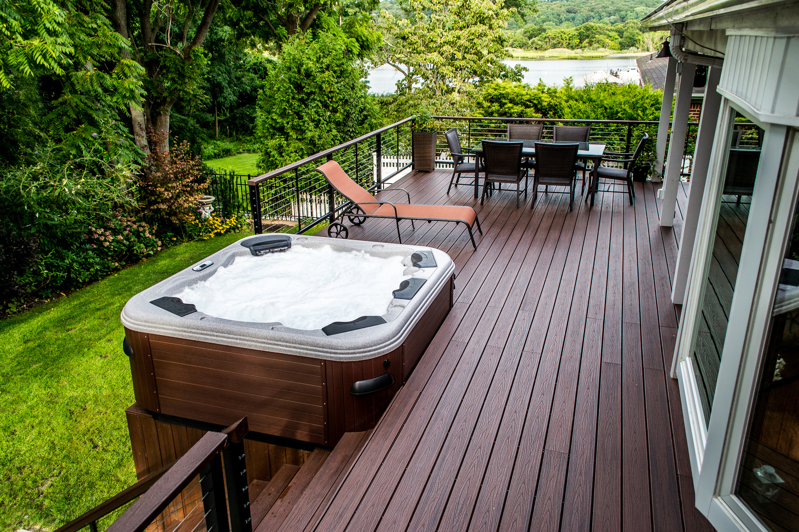 Bullfrog spa 20 Hot Tub with Trex Decking and Cable rail ...