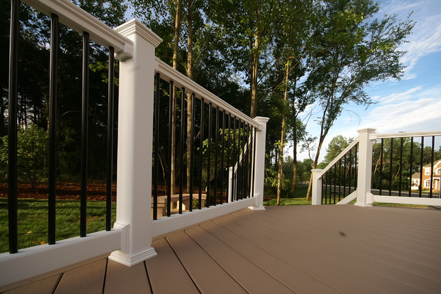Chantilly deck traditional-porch