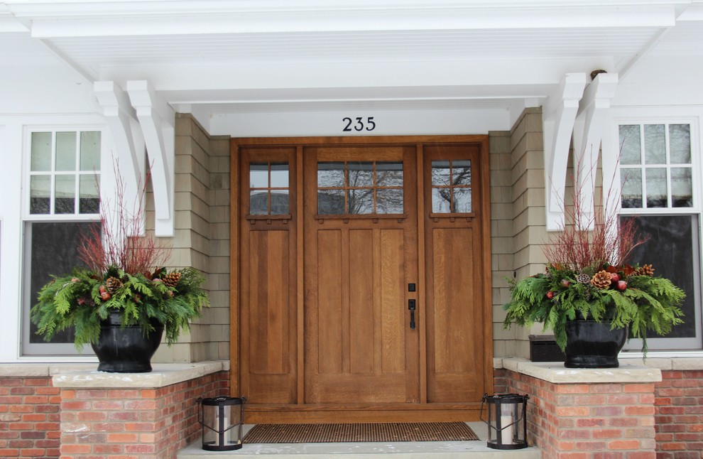 Inspiration for a craftsman porch remodel in Calgary