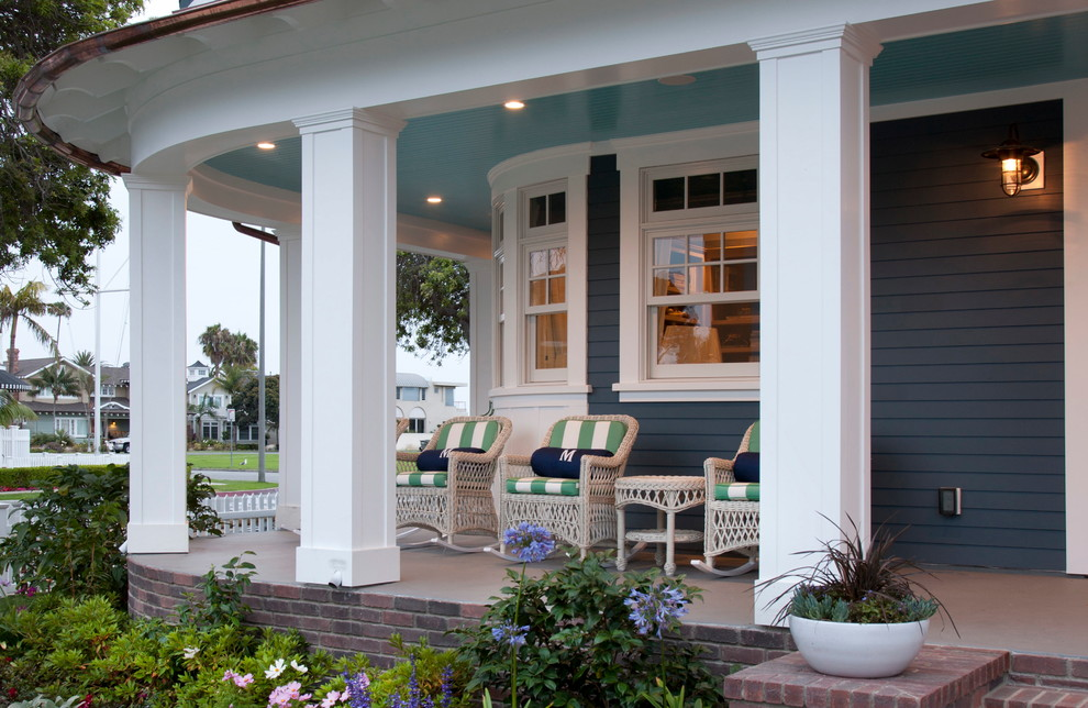 Coastal front porch idea in San Diego