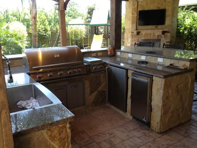 Covered porch outdoor kitchen sienna plantation for Covered outdoor kitchen designs