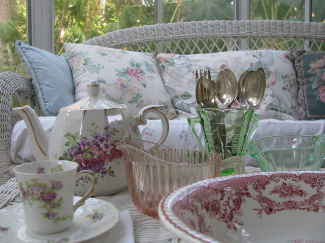 Cozy little sunroom for Shabby chic porch ideas