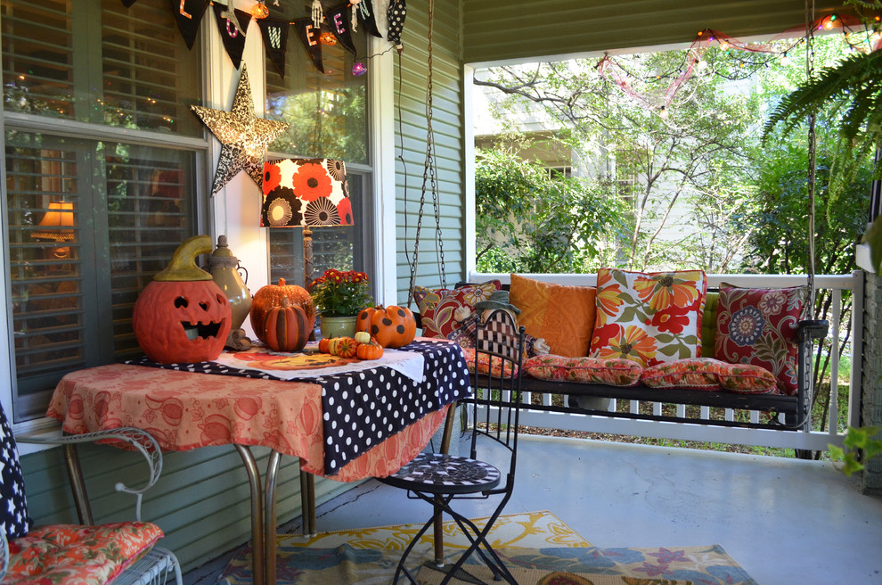 This is an example of a traditional front porch design in Dallas.