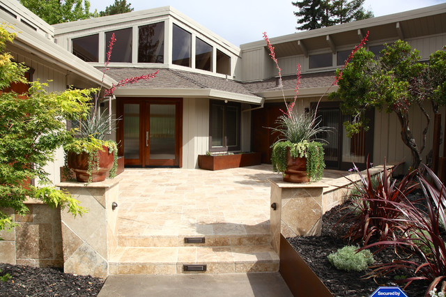 Drought tolerant contemporary front yard in Wine country - Contemporary - Porch - other metro ...