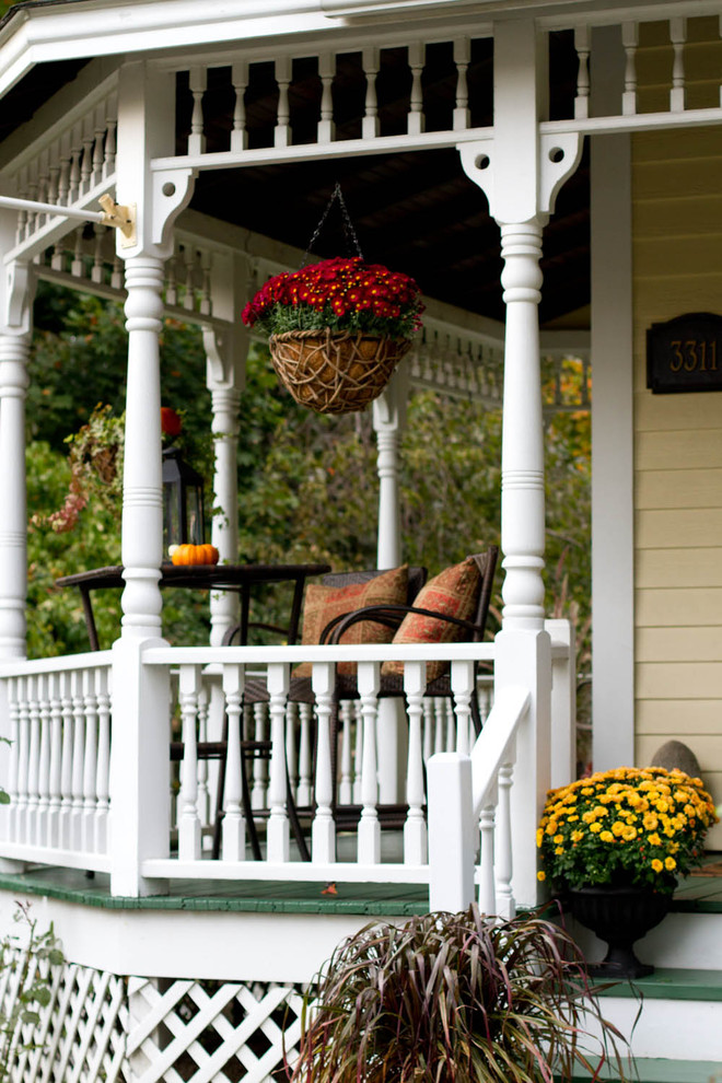 Ornate front porch idea in New York
