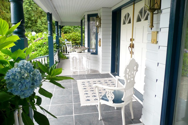 Frenchflair traditional-porch