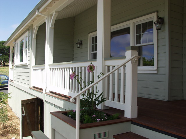 Front Entry's traditional-porch