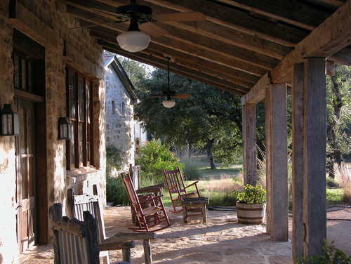 Are those old railroad ties for columns - Fotos porches rusticos ...