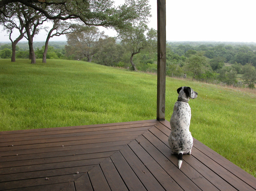 Inspiration for a farmhouse porch remodel in Austin