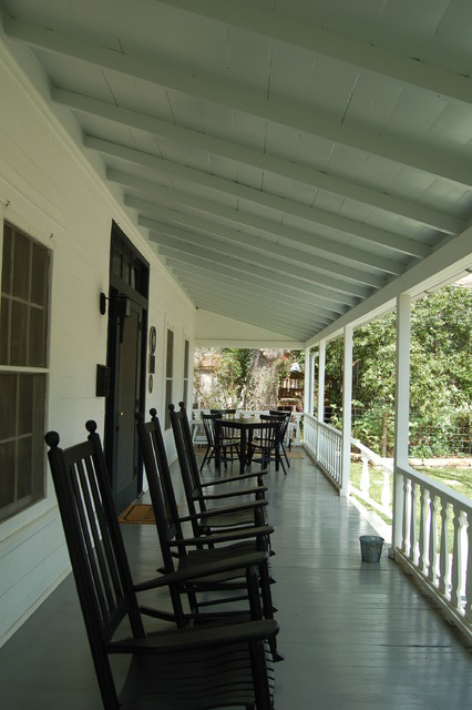 Inspiration for a cottage porch remodel in Austin