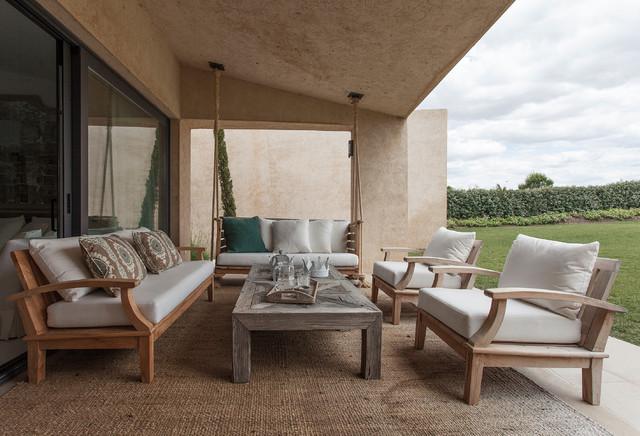 ejemplo de terraza rstica grande en patio trasero y anexo de casas con