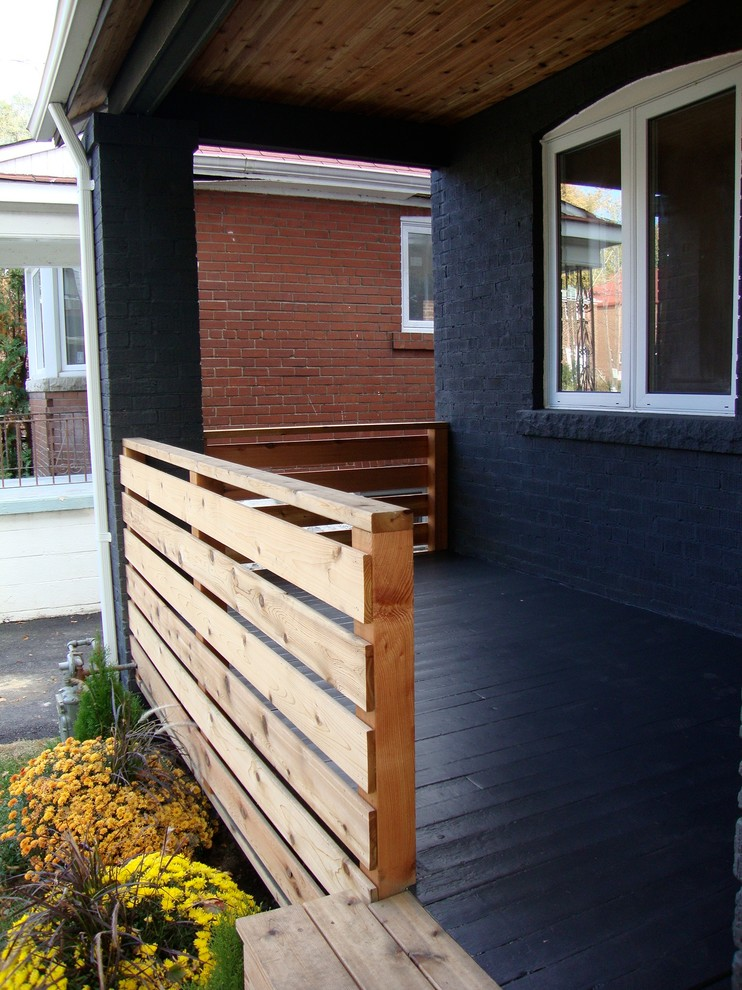 Inspiration for a contemporary porch remodel in Toronto