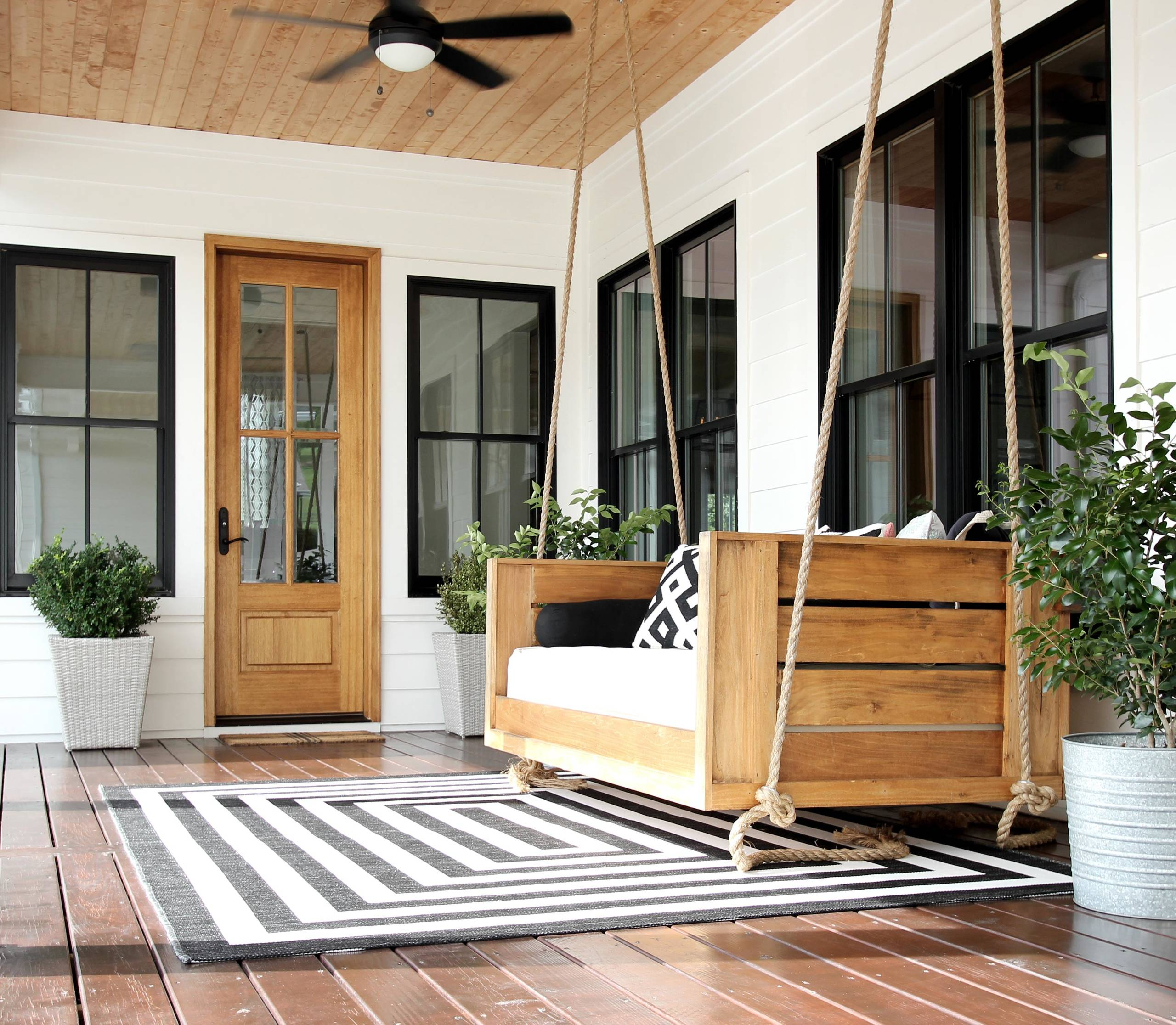 Farmhouse Porch With Decking