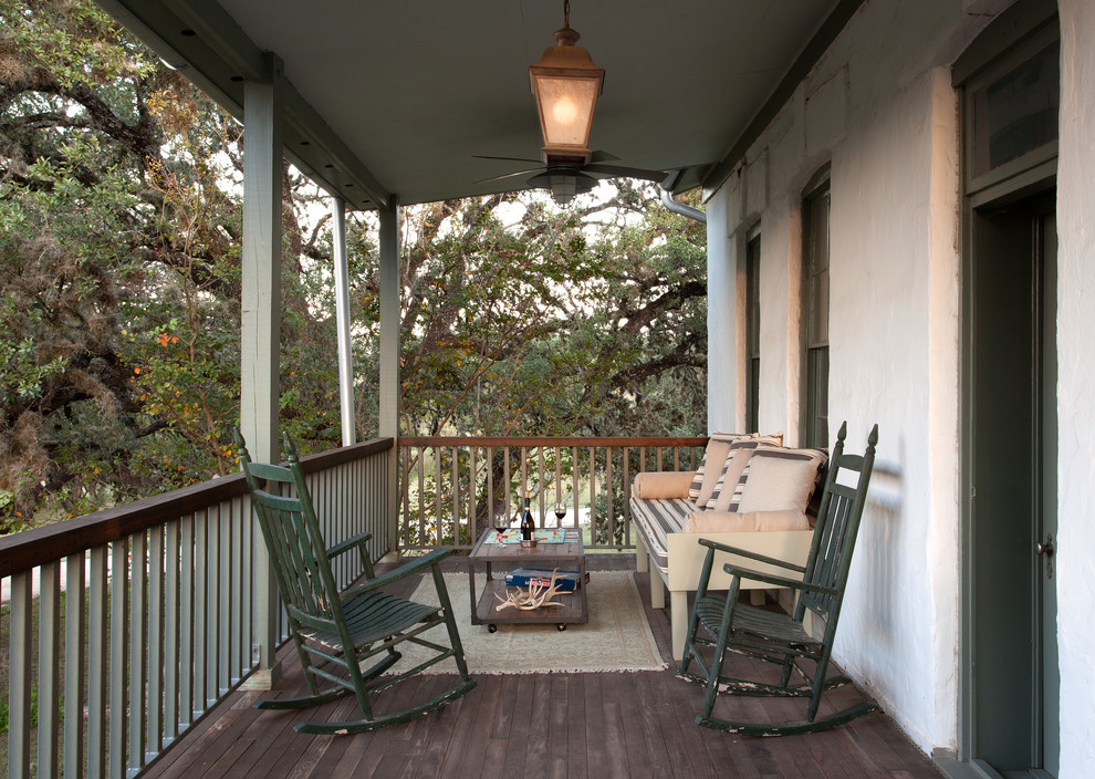 Inspiration for a mid-sized country front porch remodel in Austin with decking and a roof extension