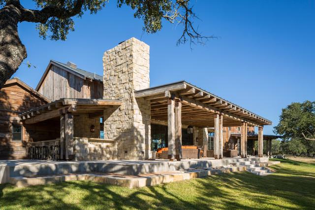 Llano ranch rustic porch austin by cornerstone for Back portico ranch