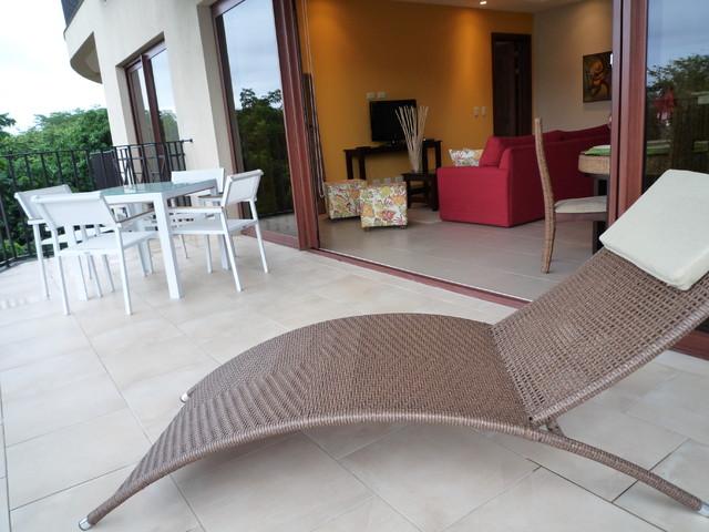 magda bruna / concierge fl porch