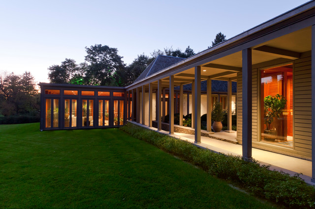 Midwest Residence contemporary-porch