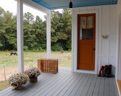 My Houzz: Colorful Vintage Finds fill a Chic Modern Farmhouse farmhouse-porch
